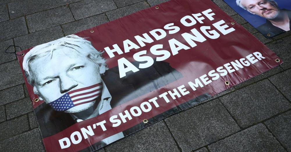 hands off Assange dont shoot the messenger